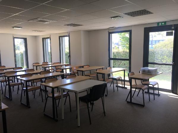 Salle de classe Supexup à Montpellier pour les formations en immobiliers, commerce et communication