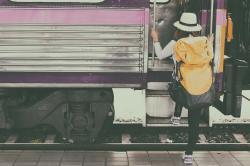 Pour soulager votre budget vacances, pensez au billet de train « congé annuel » !