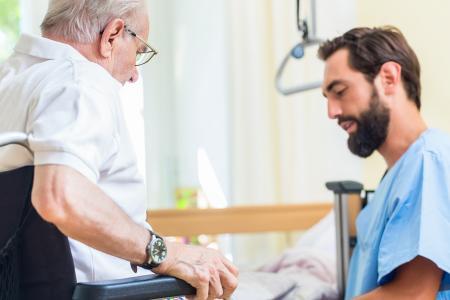 Devenir aide-soignant(e)